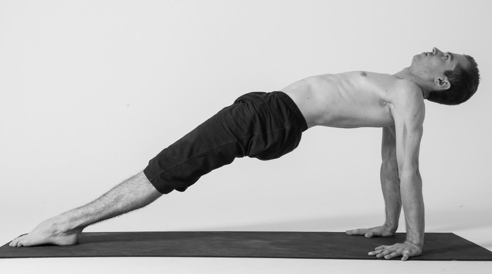 Pūrvottānāsana : le corps tendu à l'extrême